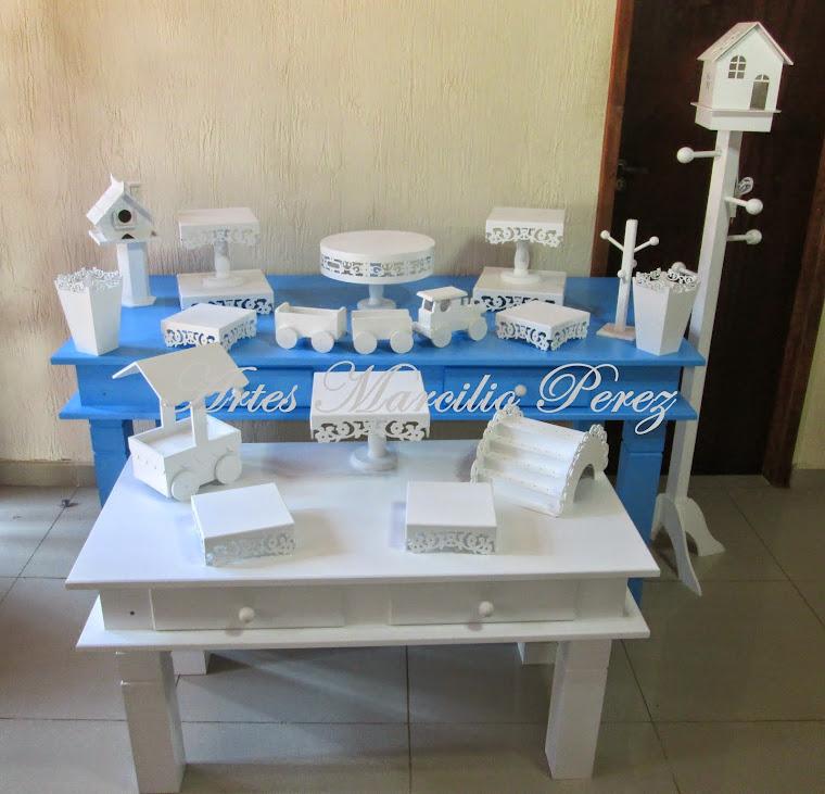 conjunto mesa azul e branca