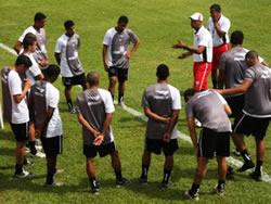 """É só assistir os treinos do Vitória para vê """"as lideranças negativas"""""""