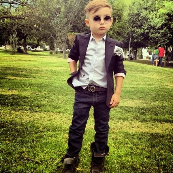 Foto gambar bocah laki-laki termodis di instagram