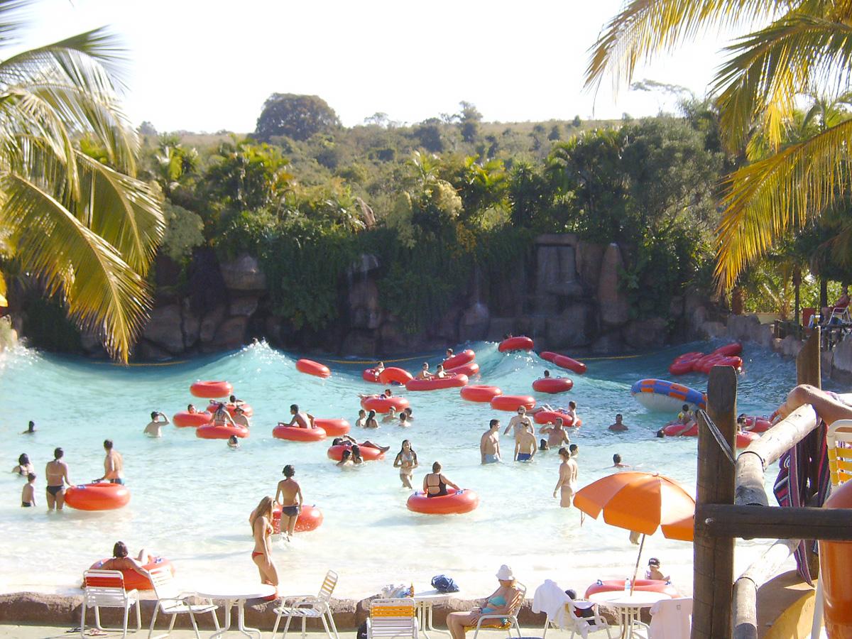 Venha para o thermas dos laranjais conhecer um dos for Olimpia piscina de onda