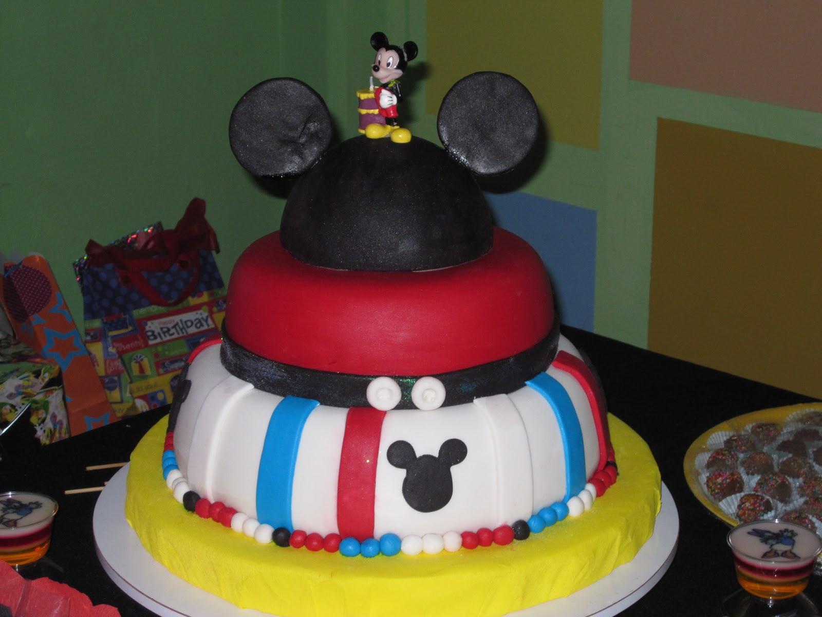Torta, gelatina y minigelatinas de Mickey Mouse y sus amigos...