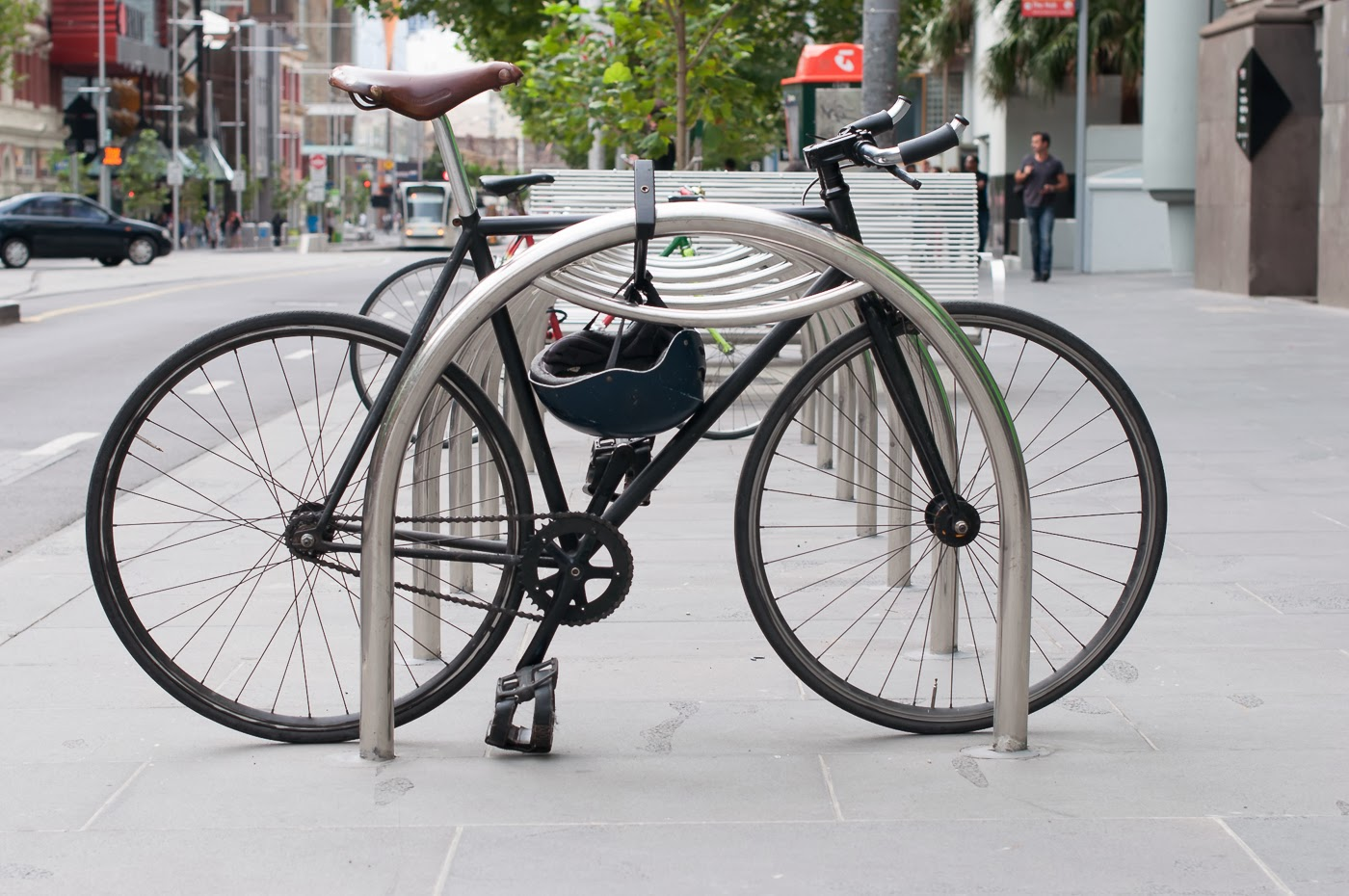 single speed, bike, bicycle, tim macauley, the biketorialist, melbourne, road bike, bourke st, custom, stealth, black, track frame, swanston St