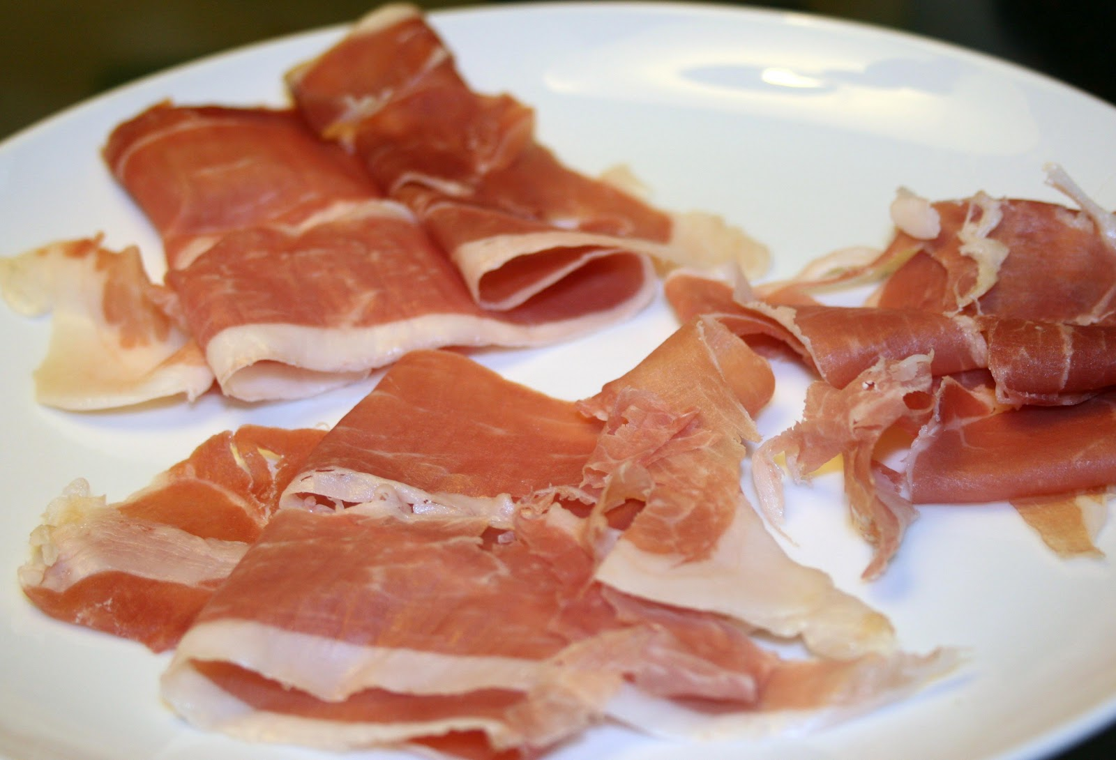Difference between: pancetta and prosciutto