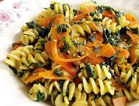 Fusilli com Cenoura, Espinafre e Gergelim (vegana)