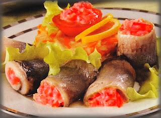 Рулетики из сельди в томатном соусе