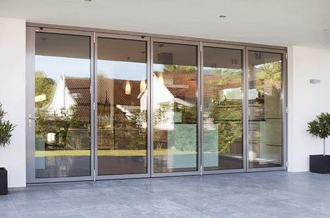 nyaman di dalam ruangan pintu dengan frame kayu aluminium atau ...