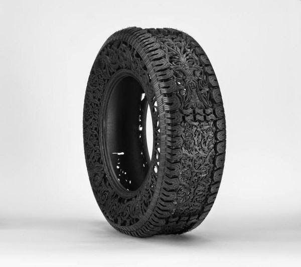 wim-delvoyes-incredible-rubber-carvings-turn-tires-into-art 4