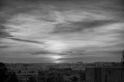 Langit di Siang Hari akan Berwarna Abu-Abu