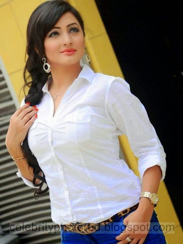 Sumaiya+Jafar+Suzena's+New+HD+Photos+In+Skirt+and+Jeans Tops+Dress012