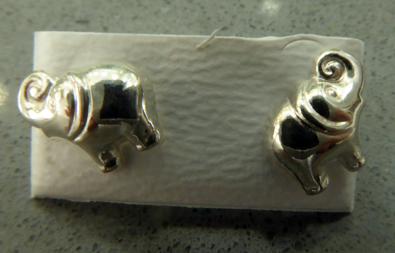 Pendientes con forma de elefante de plata