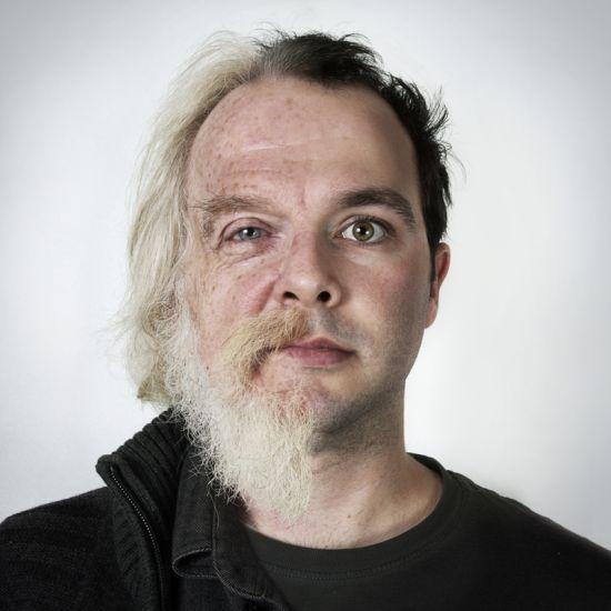 Ulric Collette fotografia surreal photoshop retratos genéticos família rostos misturados autorretratos Pai/filho - Denis (60 anos) e Mathieu (25 anos)