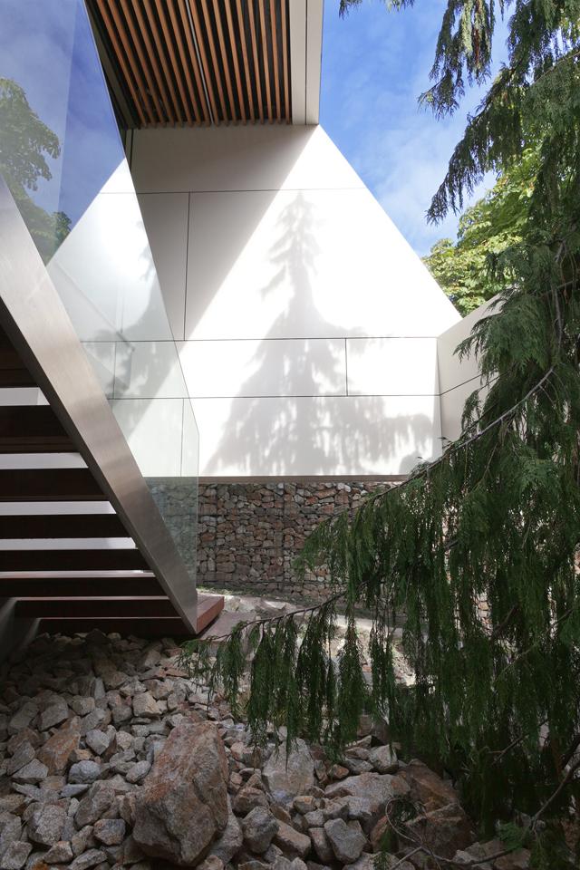 Facade of Ultra Modern House by architekti.sk, Slovakia