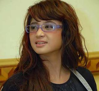 """<a href="""" http://2.bp.blogspot.com/-BUkMOwj7AXA/USrSFCVJfYI/AAAAAAAAB_0/Bm0JJ0H-orU/s320/dewi-perssik.jpg""""><img alt=""""artis hot kontroversi indonesia,dewi persik hot bikini"""" src=""""http://2.bp.blogspot.com/-BUkMOwj7AXA/USrSFCVJfYI/AAAAAAAAB_0/Bm0JJ0H-orU/s320/dewi-perssik.jpg""""/></a>"""