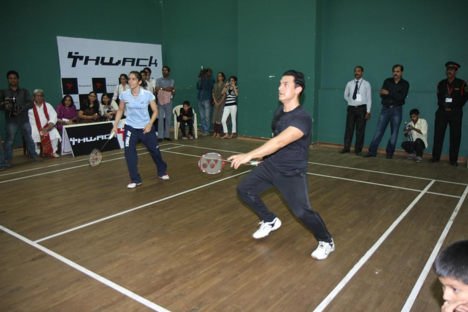 http://2.bp.blogspot.com/-BUnlCiAmhPA/TutwX3QgWmI/AAAAAAAAE_w/r8dP3t2rL8w/s1600/Aamir-Khan-Saina-Nehwal-at-exhibition-match-18.JPG