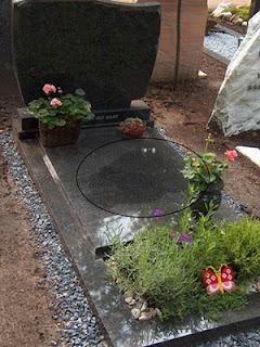 Voorbeeld kaarsvet op grafmonument