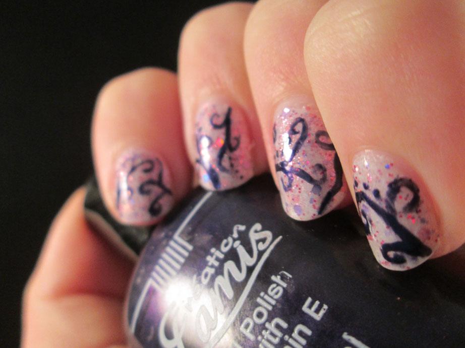 PiggieLuv: Curly nail art with glitter