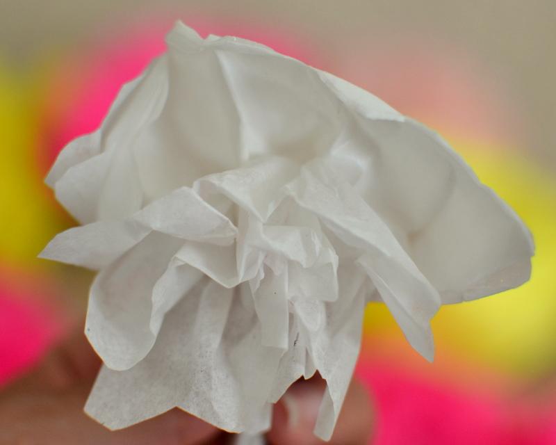 Thrifty Decorating: Tissue Paper Summer Wreath