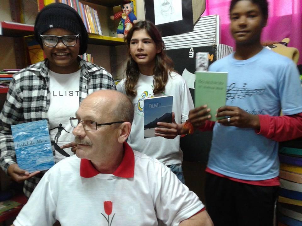 Alunos da escola Arnaldo Faria