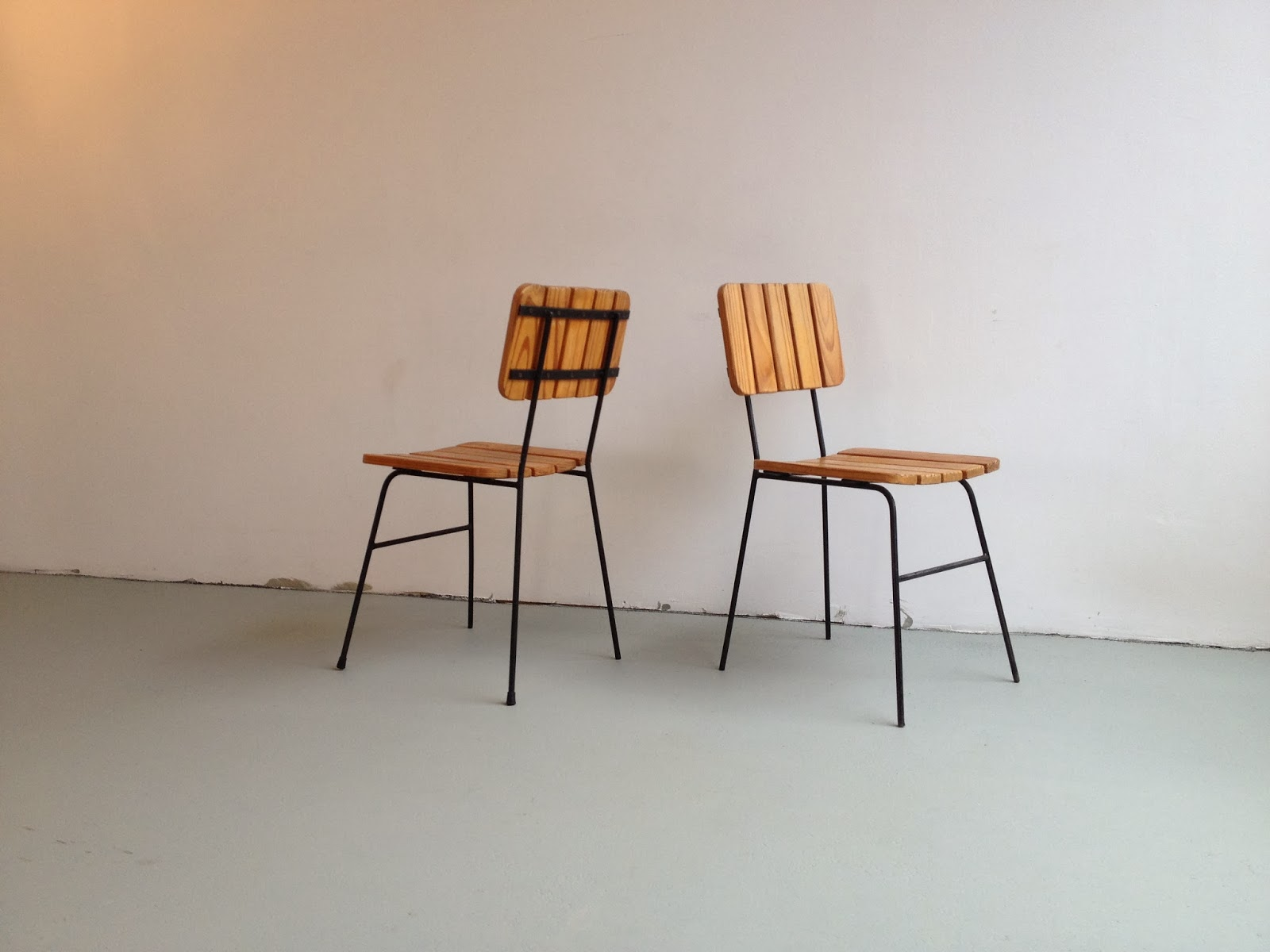 Tolve art design sold sixties chairs in de style for Sixties style chairs