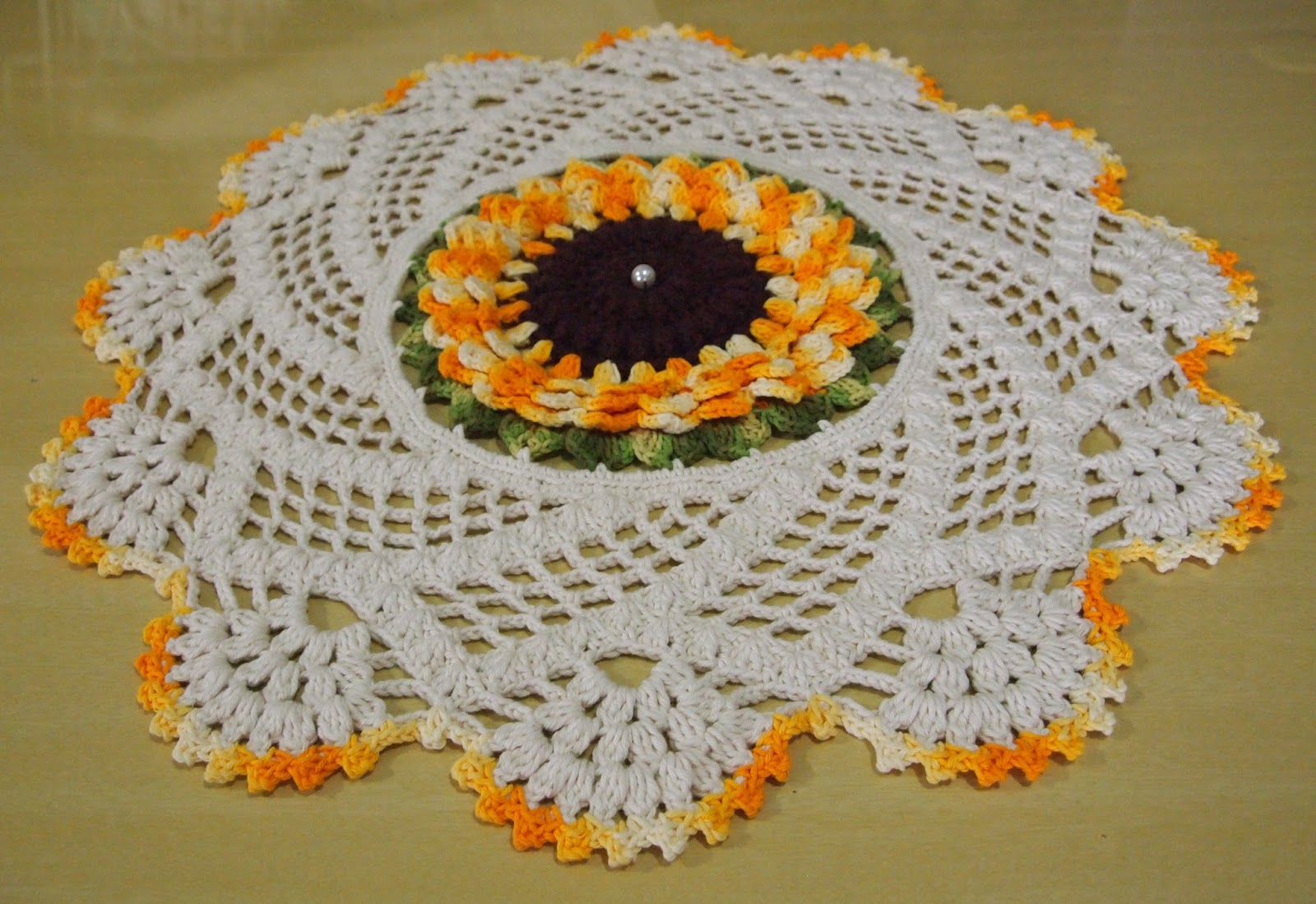 Os croches da elsa tapete ou centro de mesa com flor girassol - Tapetes para mesa ...