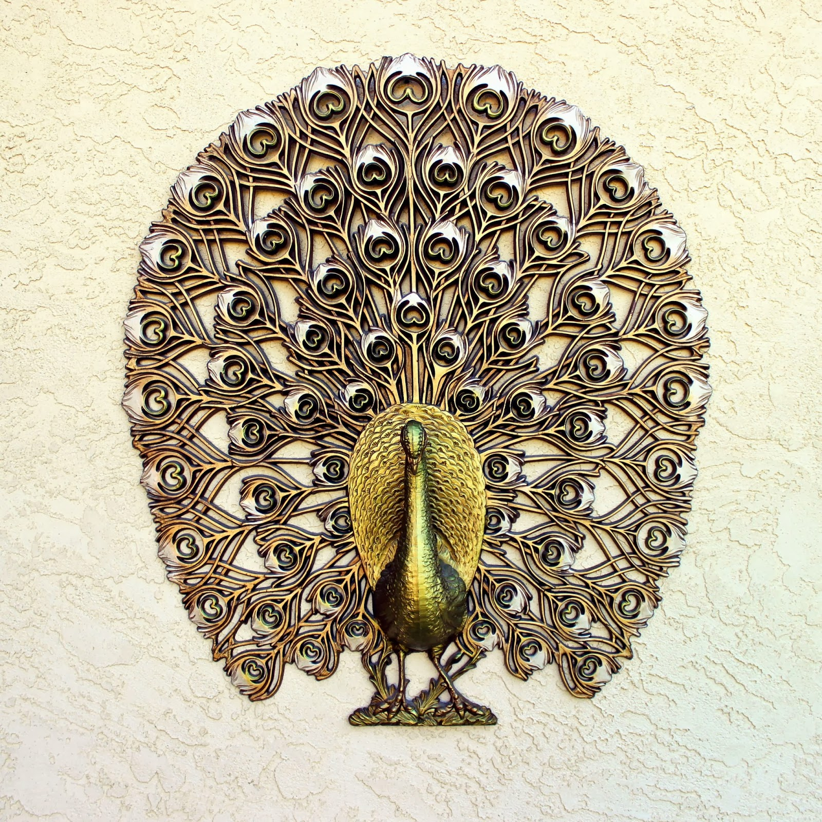 Vintage finds peacock wall decor thee kiss of life for Peacock wall art