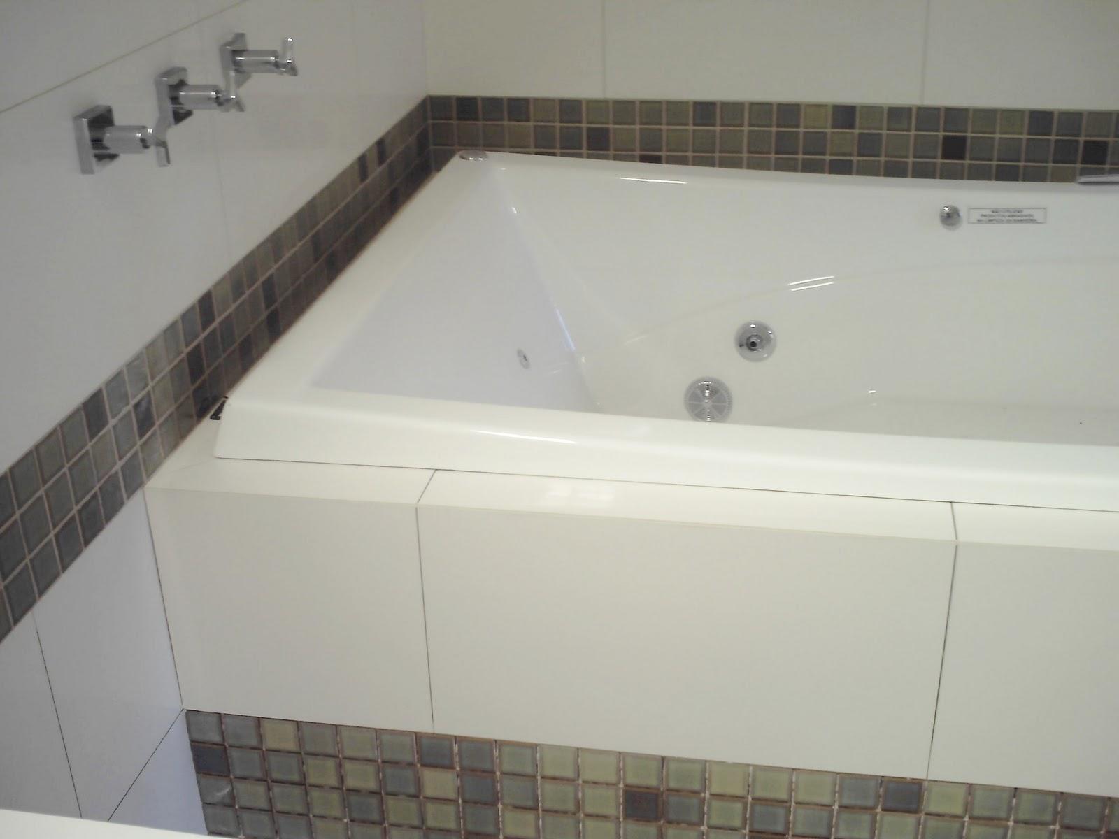 Esse banheiro foi todo reformado com colocação de porcelanato de  #595047 1600x1200 Banheiro Com Porcelanato Concreto