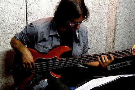 Borja Flores - bajo