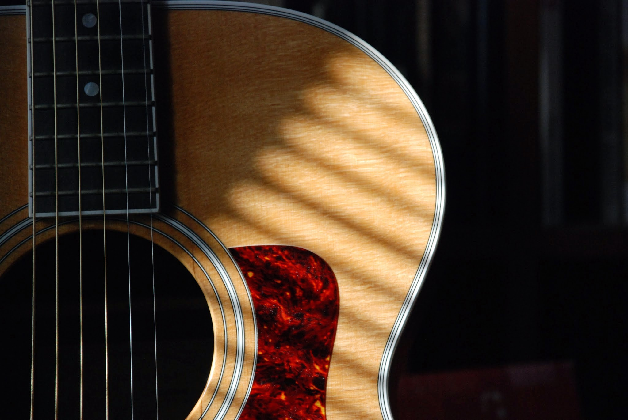 free Acoustic Guitar image  linked to source