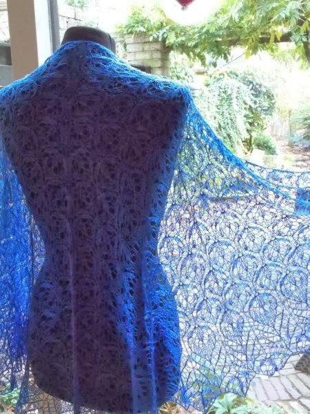 TE KOOP: turquoise kobalt /blauwe merinowollen met zijde!  grote stola.