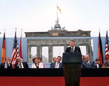 the brandenburg gate speech Chancellor angela merkel has said she finds barack obama's plan to give a speech at the brandenburg gate in berlin a bit odd obama's spokesman now says obama will.
