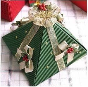 Embrulho de presente para o Natal - pirâmide
