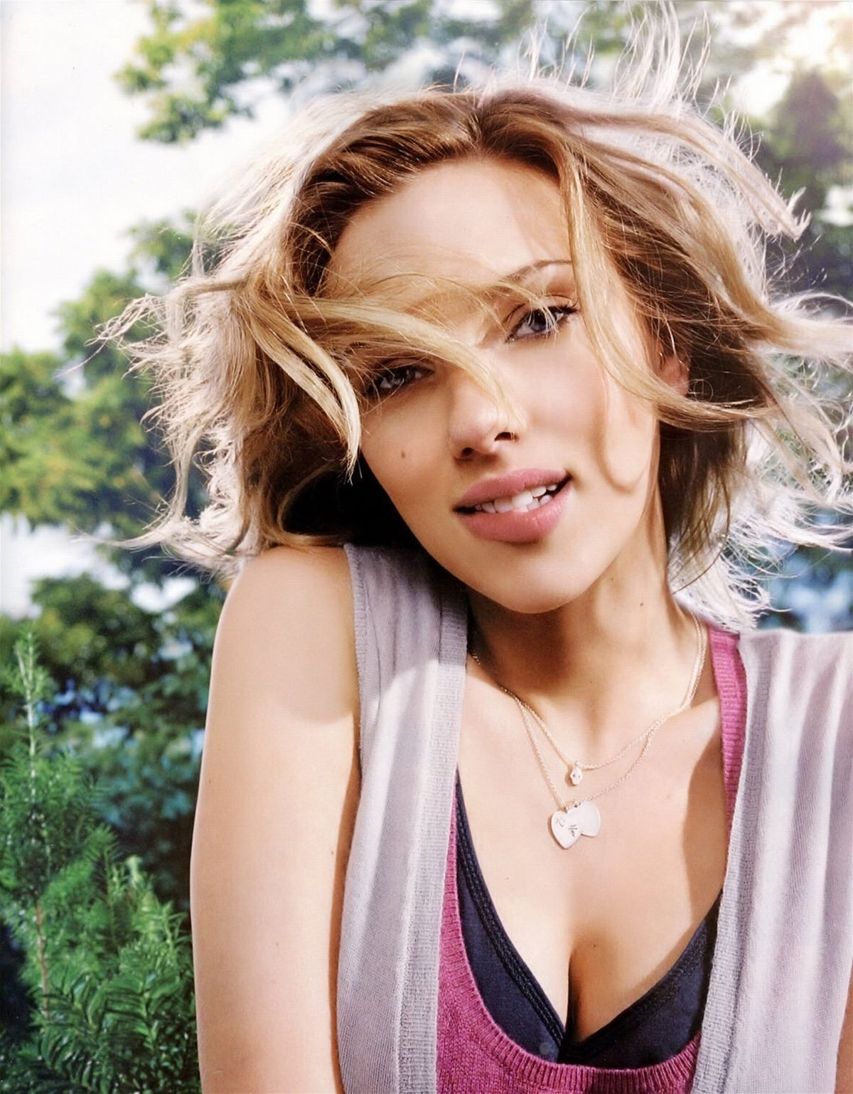 http://2.bp.blogspot.com/-BWqaWariWMA/TmSrI-6E51I/AAAAAAAAAB8/DLVqg7y94c0/s1600/Scarlett-Johansson-Hot-Pics-Corner-+%25285%2529.jpg