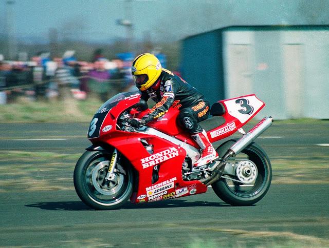 Honda RC 45 - Page 3 Dunlop%2B3