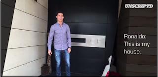 Fotografia de Cristiano Ronaldo à porta da sua casa em Madrid