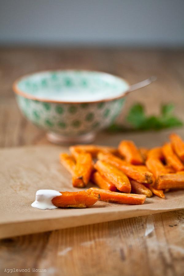 Im Backofen gegarte Süßkartoffelpommes mit Sour Cream Dip