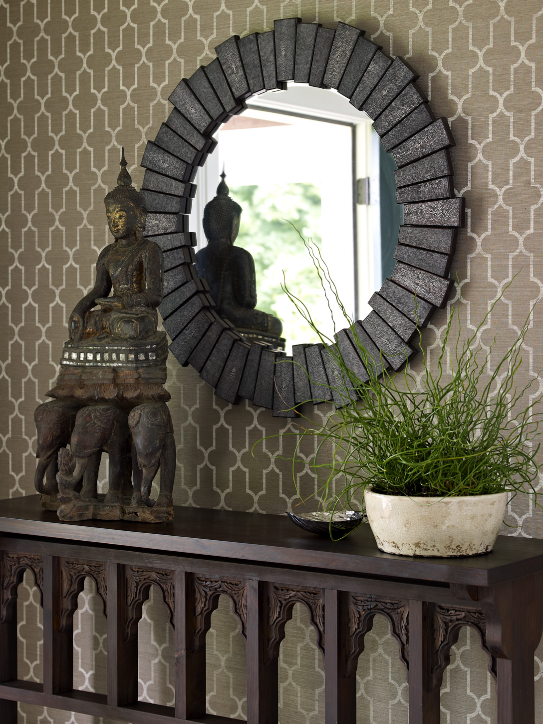 Foyer Mirror : In search of the perfect round mirror driven by decor