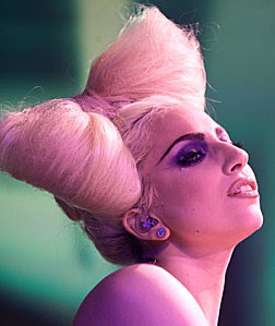 je veux voir... - Page 13 Lady-gaga-funky-bow-hairsty1%5B1%5D