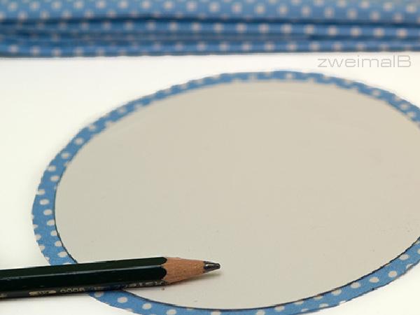 :: zweimalB :: DIY Anleitung für Glückskekse - mit der kleinen Schablone die Linie der Naht anzeichnen