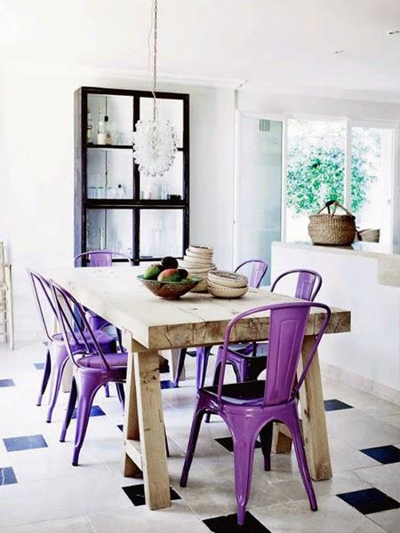 Stalowe krzesło w jadalni