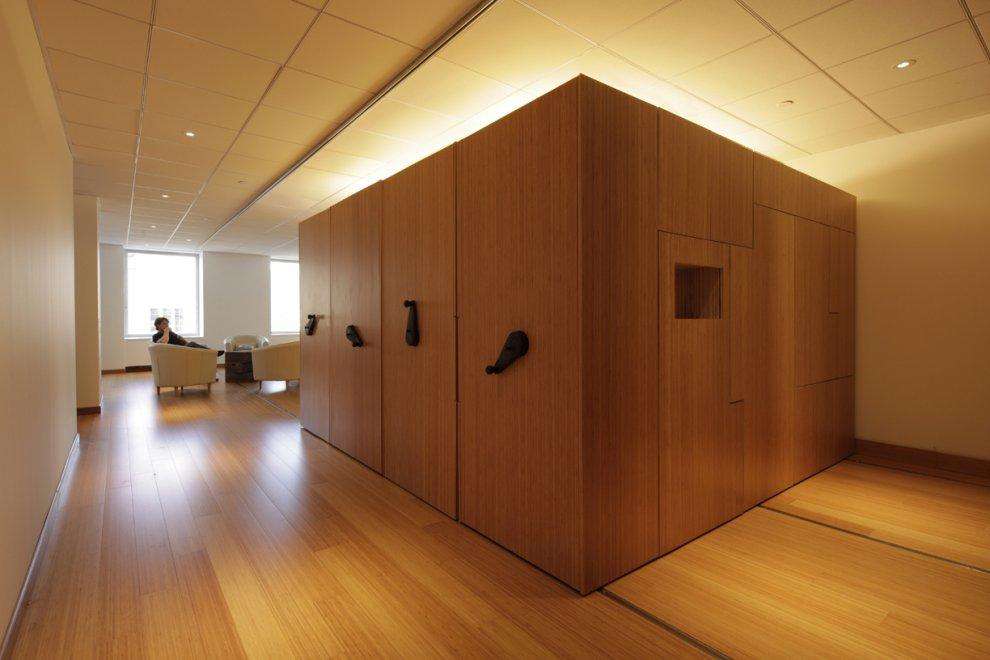 La flexibilidad de un espacio mediante m dulos deslizables for Woodworks design office 9