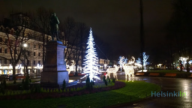 Christmas lights on Esplanadi