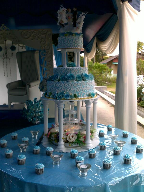 Wedding Cake Light Blue White
