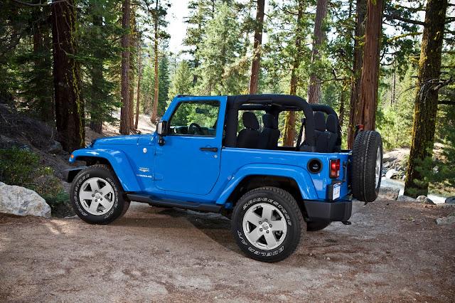 Side view of 2013 Jeep Wrangler Sahara