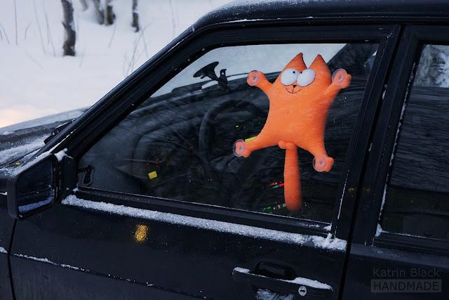 Кот Саймон на присосках - мягкая игрушка в автомобиль.