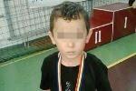 Asistenții sociali din Marea Britanie au luat copilul unei familii de români din cauza unei vânătăi