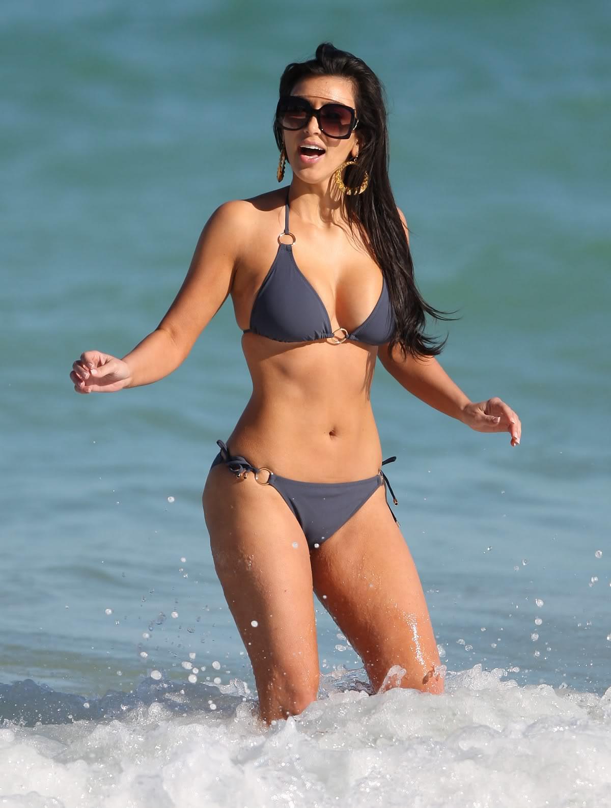 http://2.bp.blogspot.com/-BXuP7b2mM1M/Tq8jpykPuiI/AAAAAAAA1jQ/areCjt1OZAE/s1600/kim-kardashian-bikini-1-03.jpg