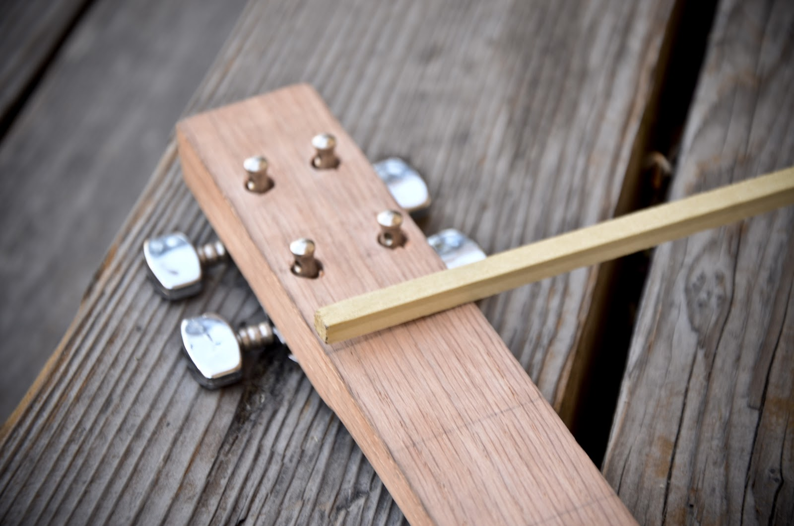 how to play 4 string slide guitar