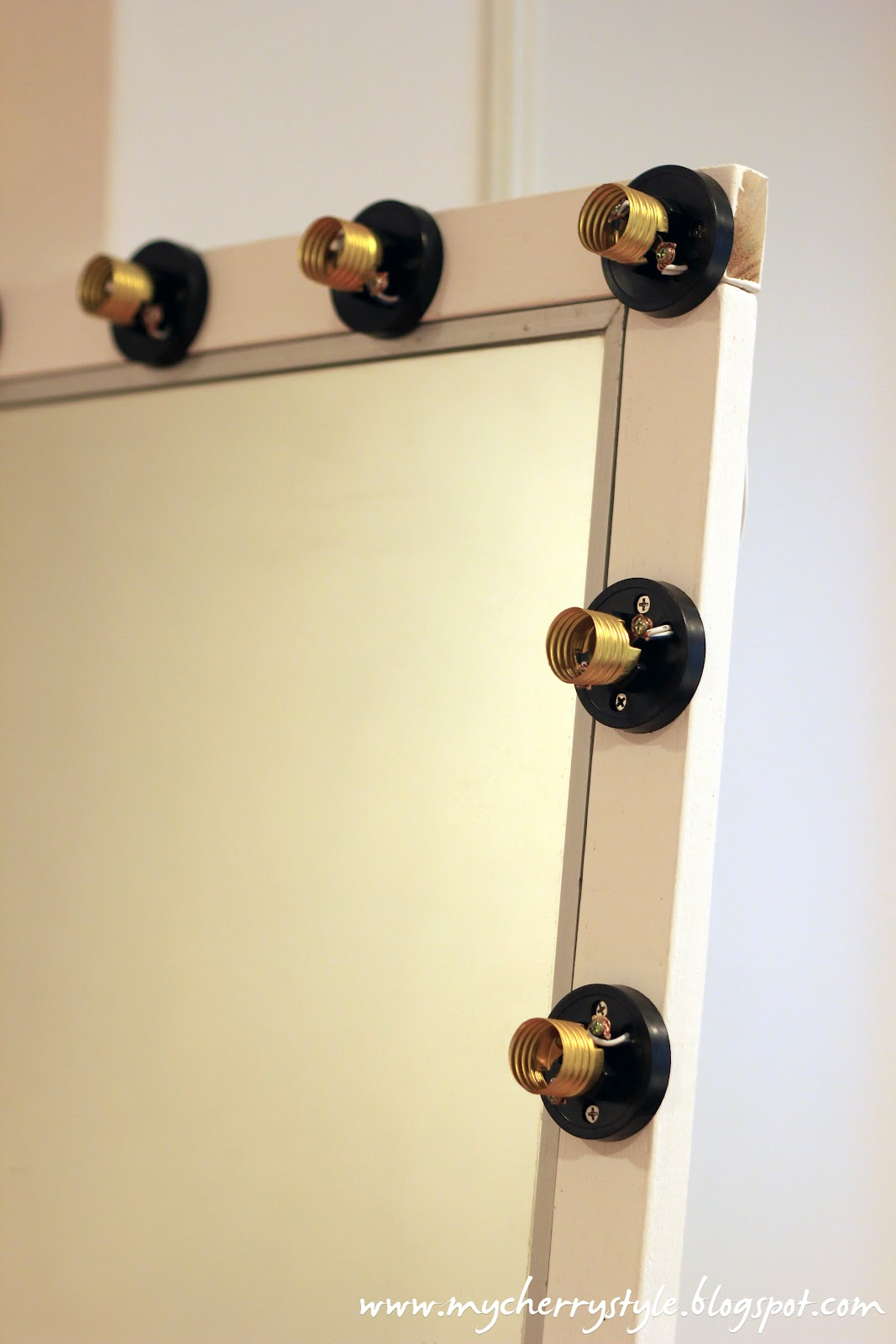 Vanity Mirror Lights Diy : DIY Hollywood-style mirror with lights! Tutorial from scratch. for real.