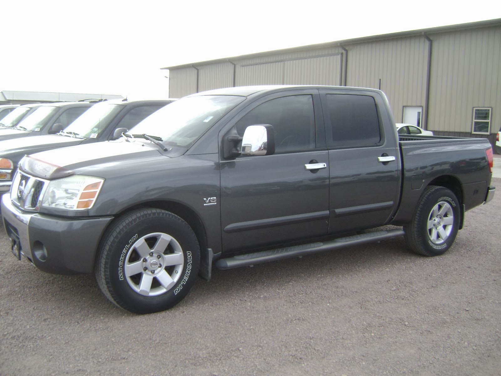 maquinaria agricola industrial pick up nissan titan 2004. Black Bedroom Furniture Sets. Home Design Ideas