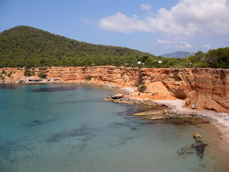 Artecarlacolombo isola di ibiza spiaggia sa caleda e es for Case ibiza agosto